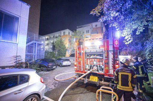 Zimmerbrand im fünften Stock ruft Feuerwehr auf den Plan