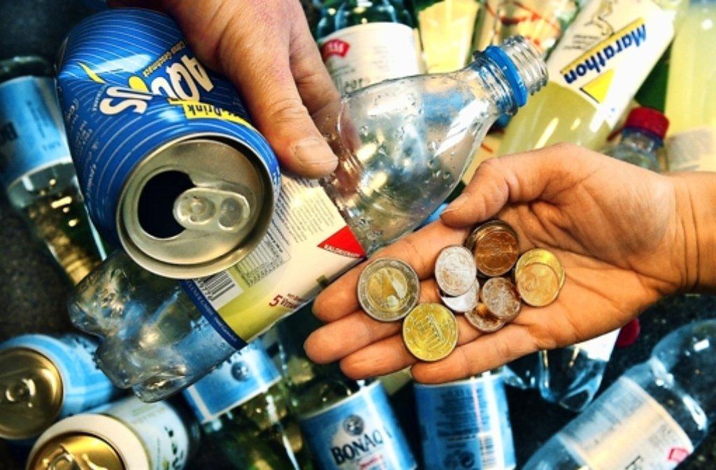 Leere  Pfandflaschen und -dosen sind bares Geld wert. Foto: dpa