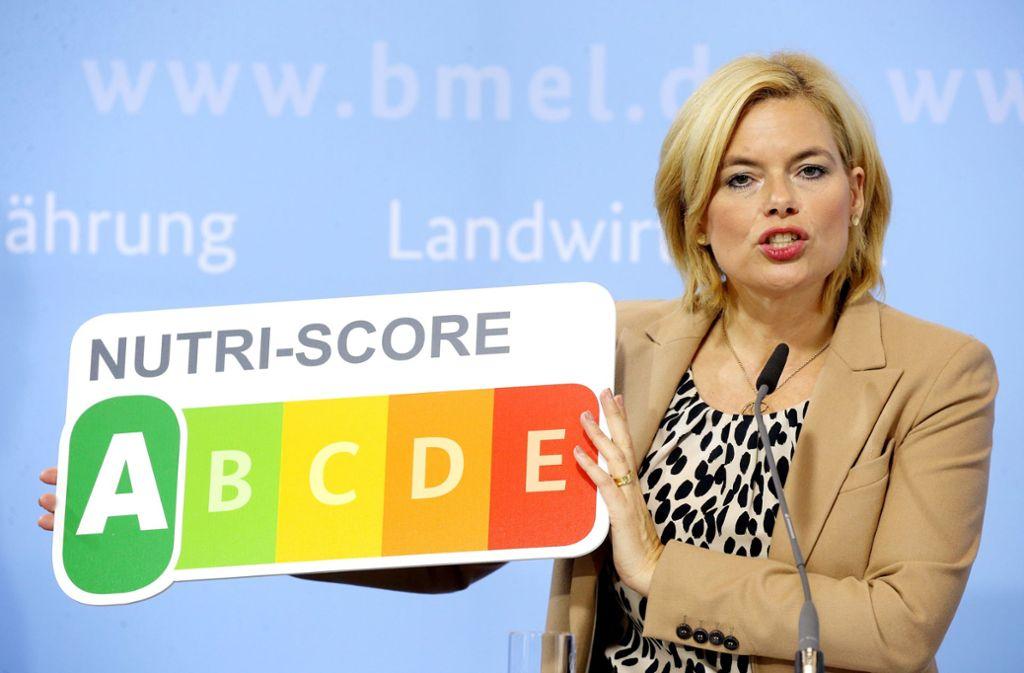 """Julia Klöckner (CDU), Bundesernährungsministerin, stellt während einer Pressekonferenz in ihrem Ministerium das neue Nährwertkennzeichen """"NutriScore"""" vor. Foto: dpa/Wolfgang Kumm"""