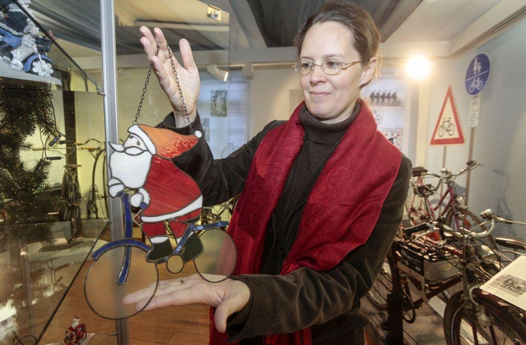 """Catharina Raible im November 2017  bei der Vorstellung der Ausstellung """"Weihnachtsmänner auf Fahrrädern"""" im Gerlinger Stadtmuseum. Foto: factum/Archiv"""