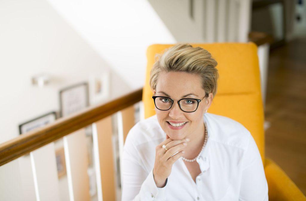 Birte Steinkamp (39)  ist Mitglied bei der deutschen Knigge-Gesellschaft und kennt sich mit gutem Benehmen aus. Die 39-Jährige  ist Trainerin für Business-Etikette.  Foto: Tanja Meuthen Copertino