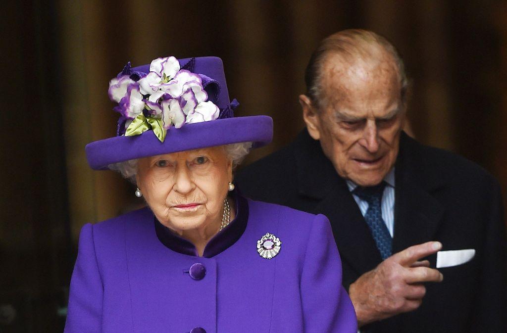 Queen Elizabeth II. - die kleine Frau mit den markanten Hüten ist in Großbritannien so etwas wie der Fels in der Brandung. Foto: EPA