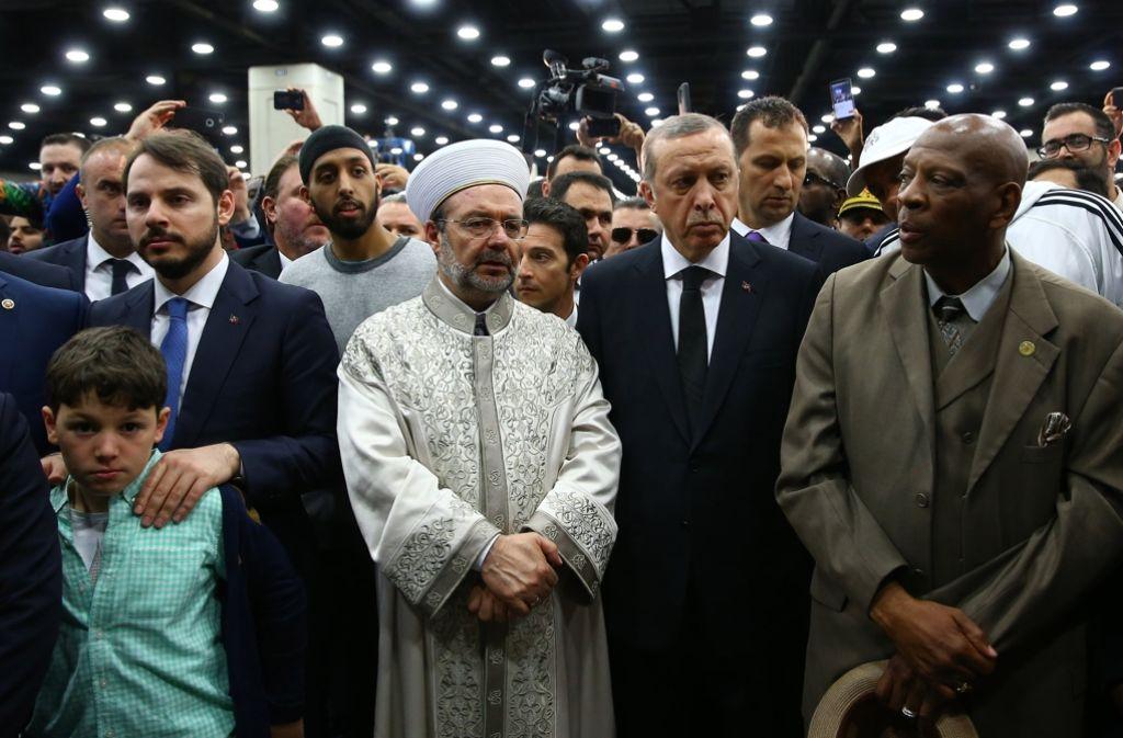 Der türkische Staatspräsident Recep Tayyip Erdogan (zweiter von rechts) bei der Trauerfeier für Box-Legende Muhammad Ali Foto: Pool Presisential Press Service