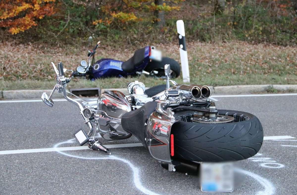 Zwei Motorradfahrer gerieten beim Bremsen aneinander. Für einen Fahrer endete der Unfall mit dem Tod. Foto: 7aktuell.de/Kevin Müller/7aktuell.de | Kevin Müller