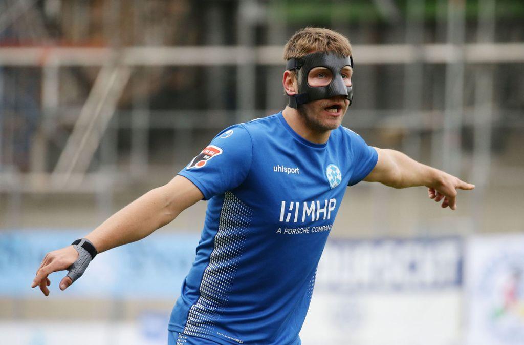 Nach einem Nasenbeinbruch in der vergangenen Saison trug Patrick Auracher schon einmal eine Gesichtsmaske. Foto: Baumann