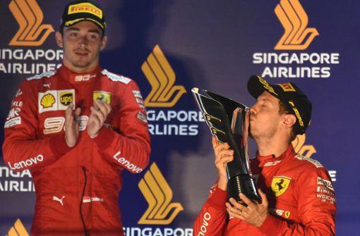 Sebastian Vettel jubelt – Charles Leclerc ist sauer