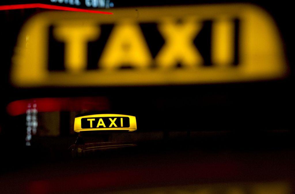 Ein 43-Jähriger ist nach einer Taxifahrt in Ludwigsburg ohne zu zahlen getürmt. Foto: dpa/Emily Wabitsch