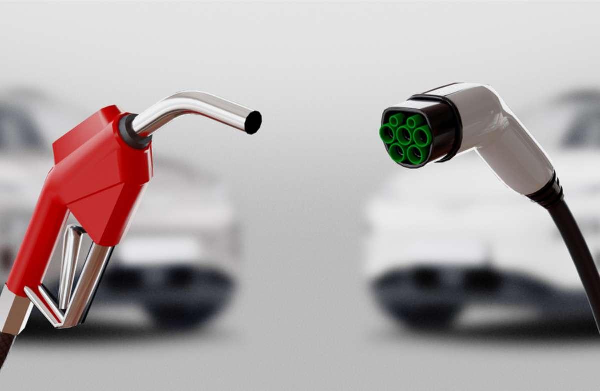 Wie schneidet der Strom im Vergleich zum Benzin ab? Foto: ALDECA studio / shutterstock.com