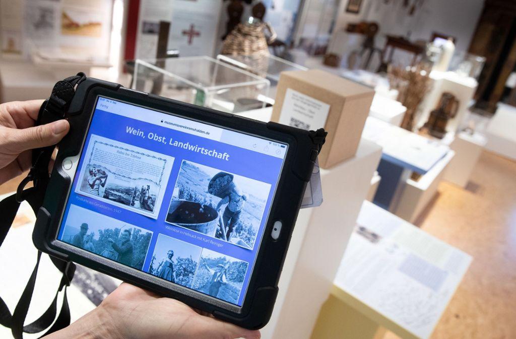 Auf den Tablets kann man sich historische Dokumente anzeigen lassen. Foto: