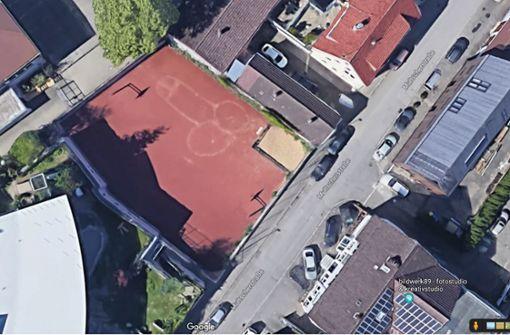 Google Maps zeigt Riesen-Penis auf Ulmer Basketballfeld