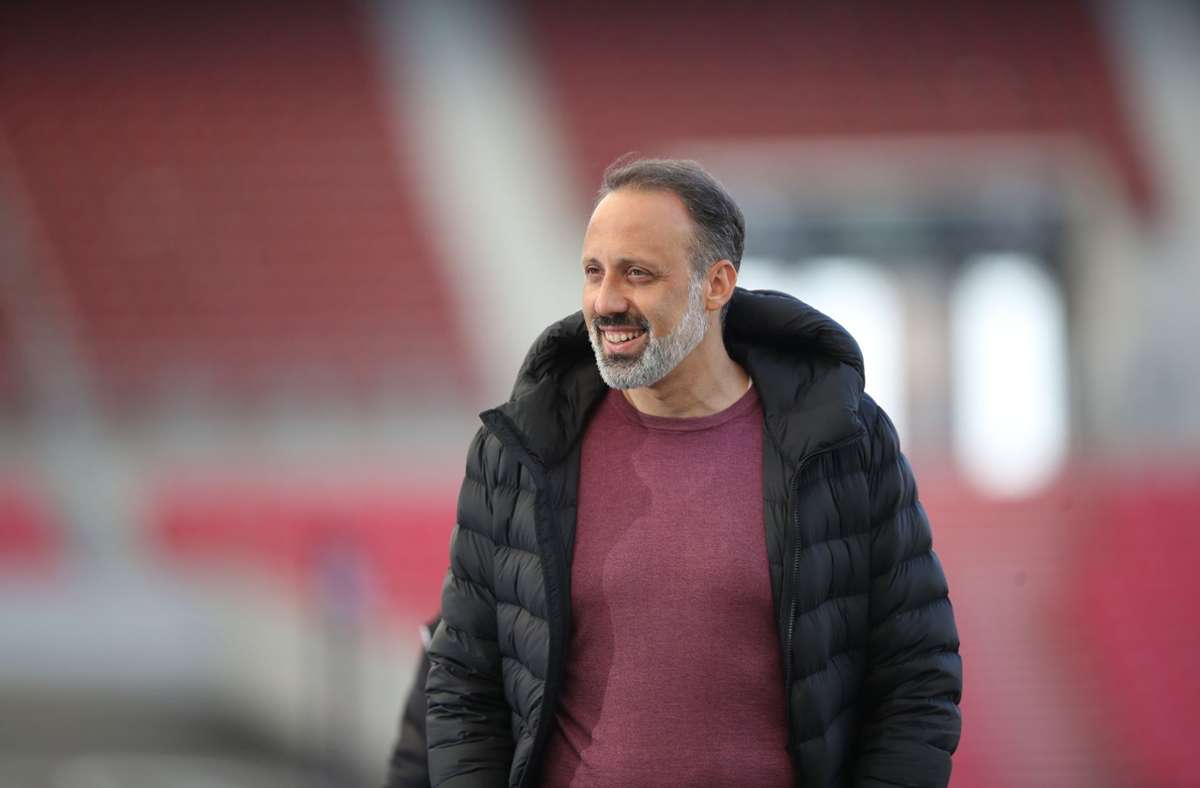 VfB-Trainer Pellegrino Matarazzo zeigte sich zufrieden nach dem Heimsieg. Foto: dpa/Tom Weller