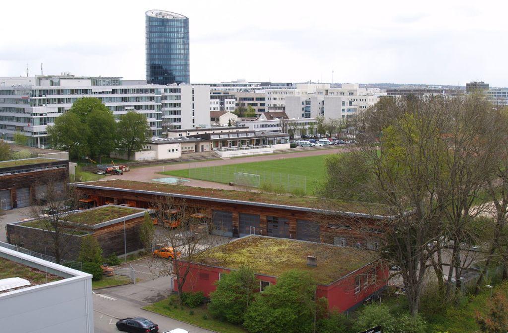 Wenn die Allianz baut, muss ein Großteil des Sportgeländes in Stuttgart-Vaihingen weichen. Foto: Rüdiger Ott