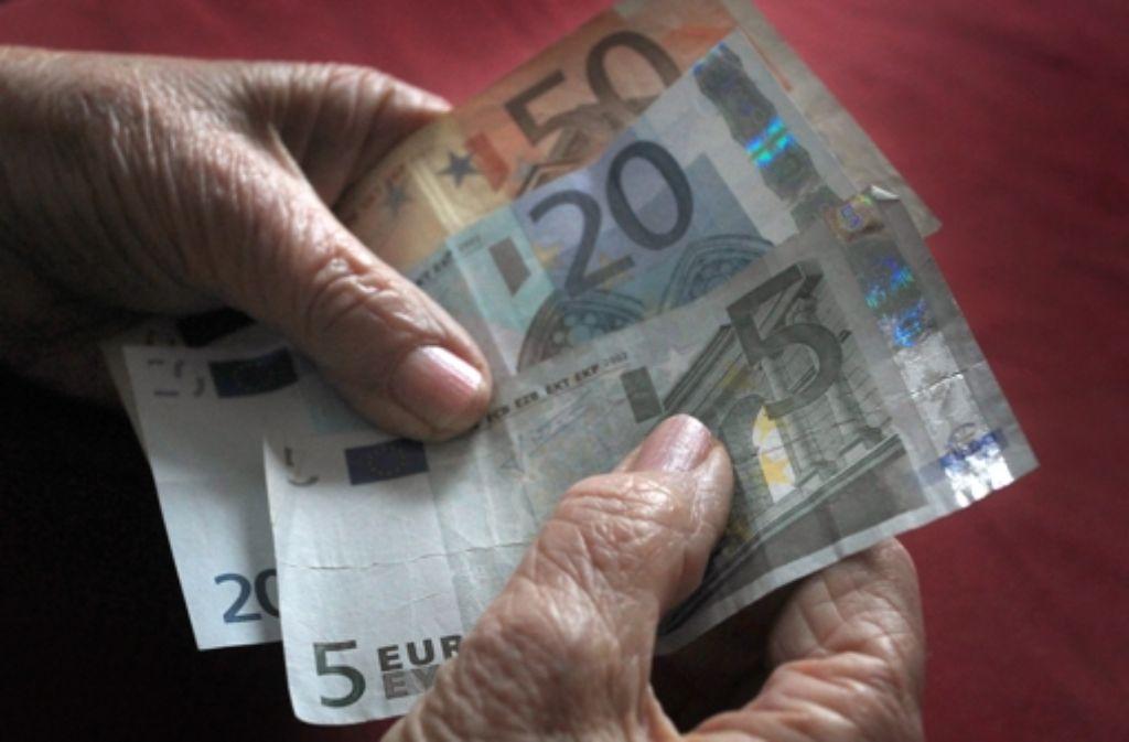 Ein gutes Auskommen im Alter – dieses Versprechen zu erfüllen, kostet die Steuerzahler und Beitragszahler viel Geld. Foto: dpa