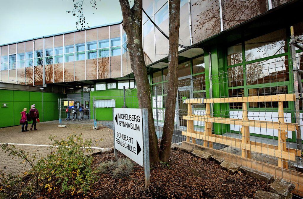 Die Sanierung des Geislinger Michelberggymnasiums ist völlig missglückt. Dadurch ist der Kommune ein Schaden von rund 21 Millionen Euro entstanden. Foto: / Ines Rudel