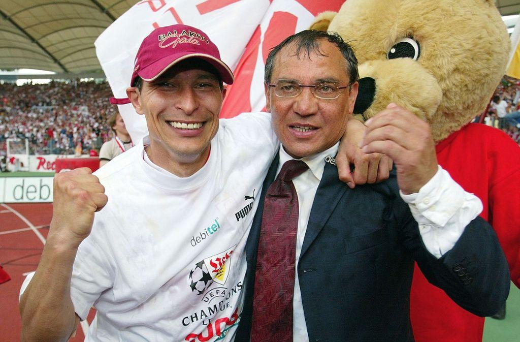 """Krassimir Balakov (links) als Spieler und Felix Magath als Trainer sind lebende Legenden. Während Balakov mit dem VfB vom Pokalsieg bis zum gerade so noch verhinderten Abstieg so ziemlich alles erlebt hat, gelang """"Quälix"""" Magath in Stuttgart das, was nur wenigen Trainern gelang: Er entschied selbst, wie lange er Trainer der Roten sein wollte.   Foto: Pressefoto Baumann"""