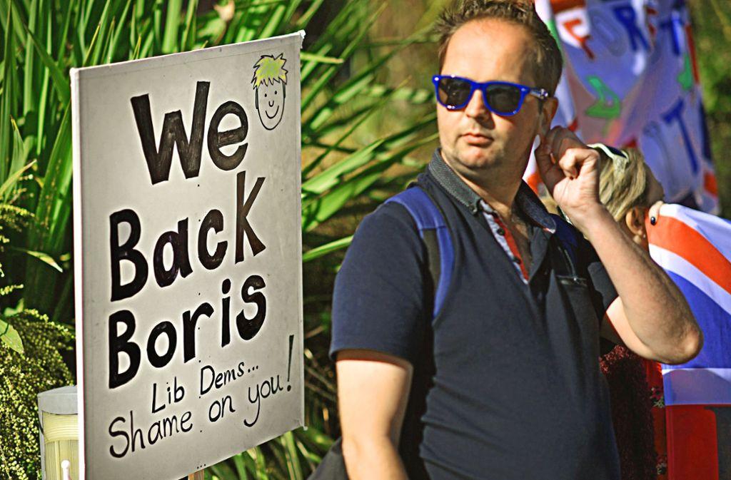Brexit-Befürworter treten in Bournemouth am Rande eines Parteitags der Liberalen für den Premierminister ein – und gegen dessen Gegner. Foto: AFP/Ben Stansall