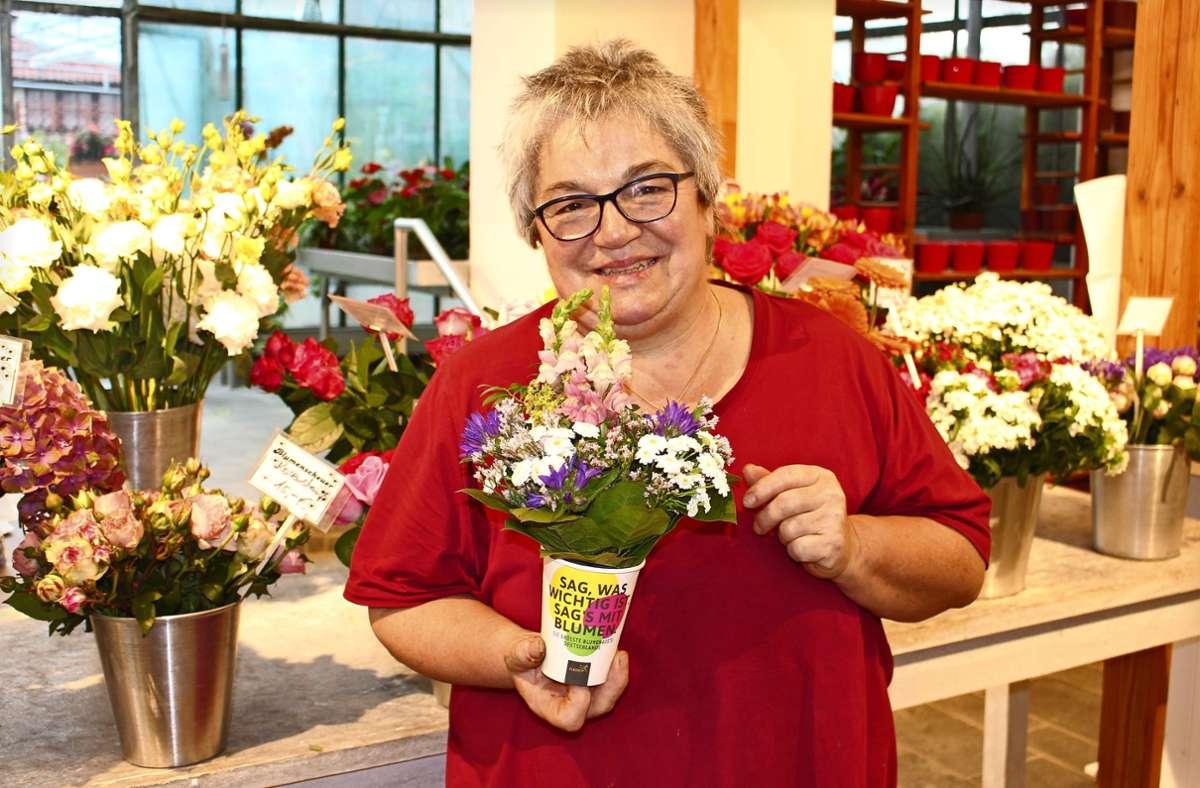 Margrit Günther von der Blumenscheuer: Der Laden beteiligt sich am 27. Juni am Lonely Bouquet Day. Foto: Caroline Holowiecki