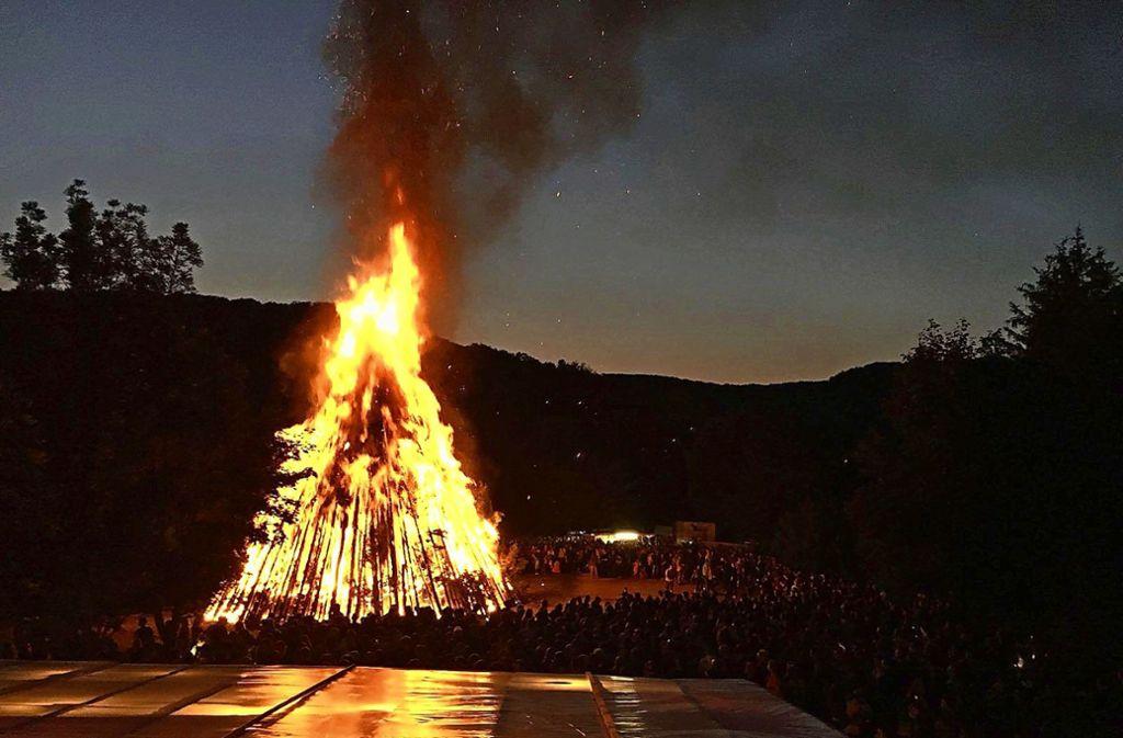 Auch in diesem Jahr werden zur Sommersonnwende am Hexensattel zwischen Reichenbach und Unterböhringen wieder viele hundert Besucher erwartet. Foto: Dorfjugend Reichenbach