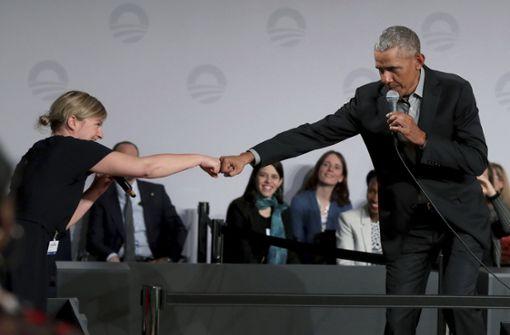 """Grünen-Fraktionschefin gibt Obama die """"Ghettofaust"""""""