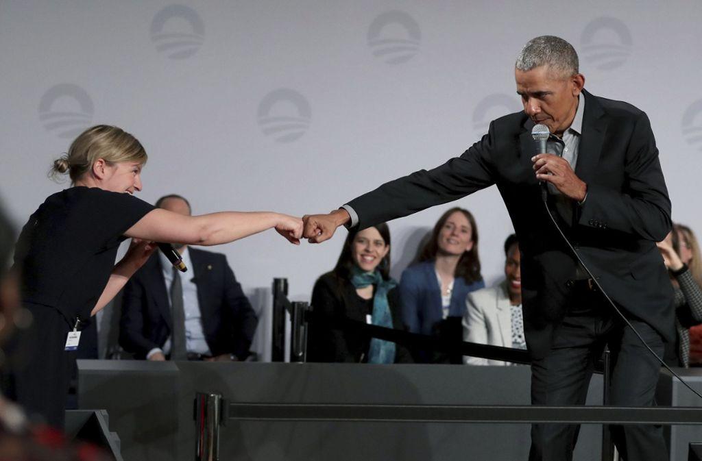 Obama ist bekannt für seinen Faustgruß. Foto: AP