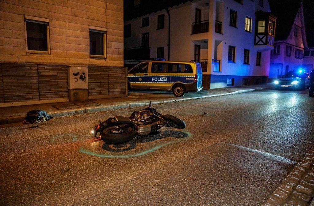 In Fellbach ist es am Mittwochabend zu einem schweren Motorradunfall gekommen. Foto: SDMG
