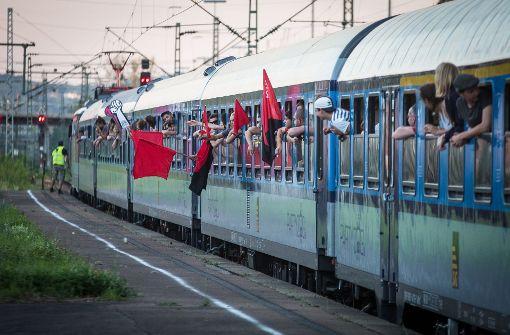 Protest-Sonderzug rollt über Stuttgart nach Hamburg
