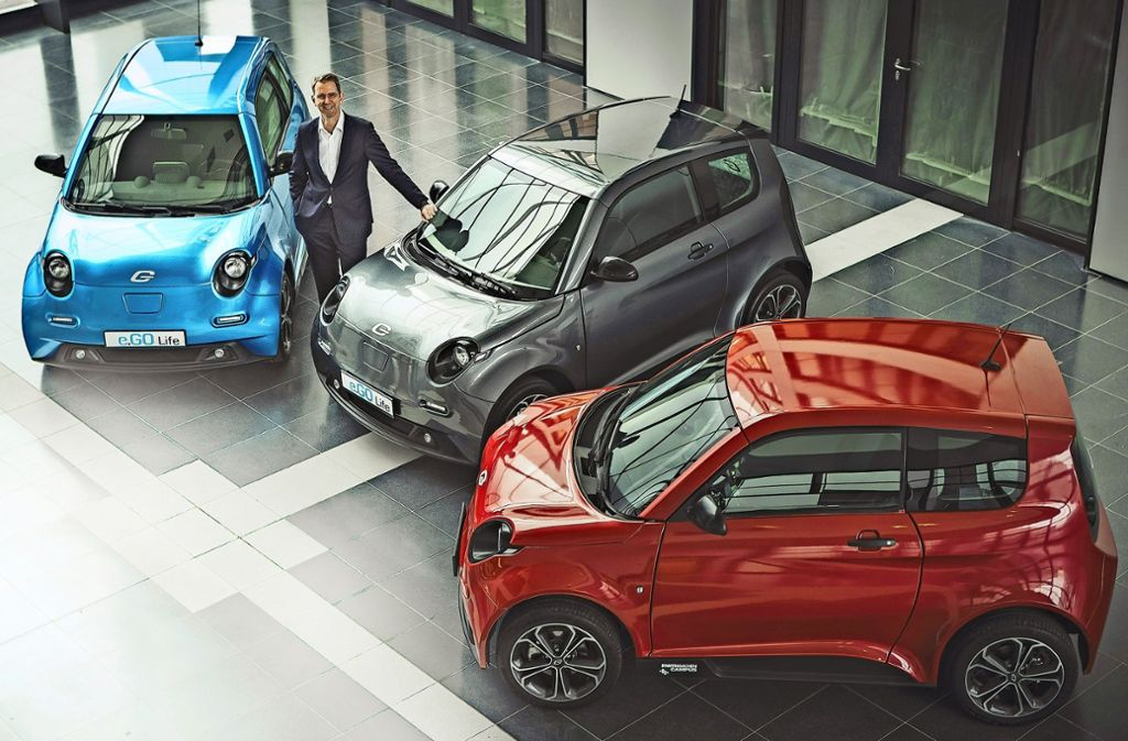 Professor Günther Schuh von der RWTH Aachen präsentiert als Start-up-Unternehmer das Elektro-Stadtmobil E-Go Life, das noch in diesem Jahr in Serie geht. Foto: E-Go Mobile AG