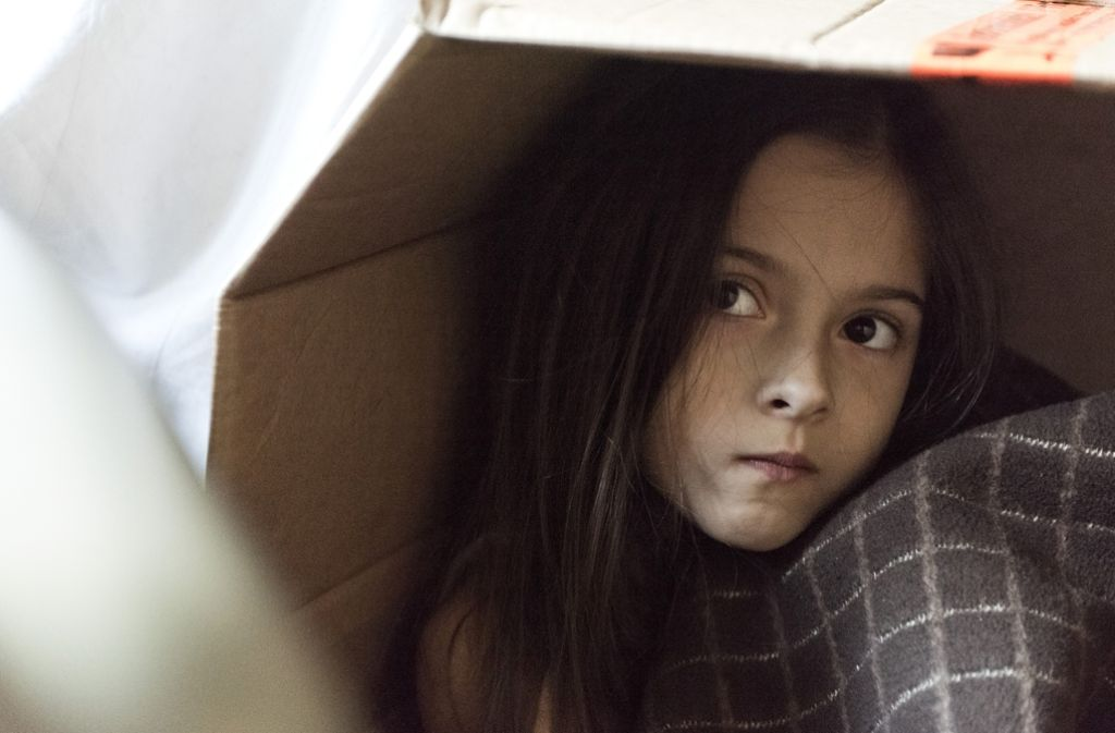 """Die achtjährige Helena in ihrem Kellerversteck – Szene aus dem Kölner Tatort """"Durchgedreht"""". Weitere Eindrücke vom Film bekommen Sie in der Fotostrecke. Foto:"""