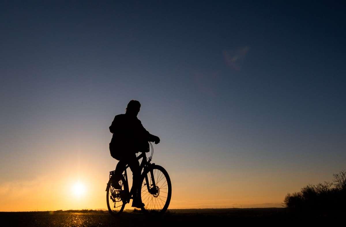 Nicht immer ist Radfahren auf der Filderebene so attraktiv. Foto: dpa/Julian Stratenschulte