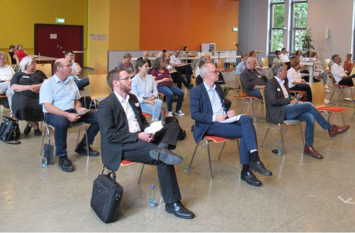 Gut 40 Teilnehmerinnen und Teilnehmer waren zur ersten Bezirkskonferenz ins Bürgerhaus Rot gekommen. Foto: privat/privat