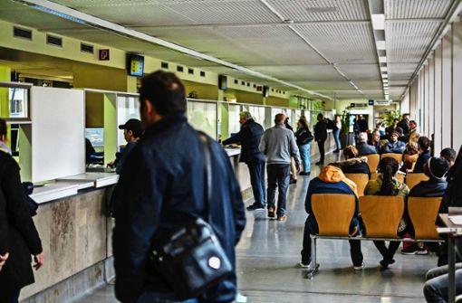 Kfz-Zulassungsstelle schließt weiterhin bei großem Andrang