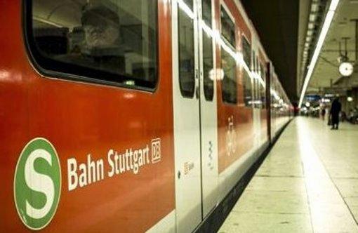 Fangruppen prügeln sich in S-Bahn