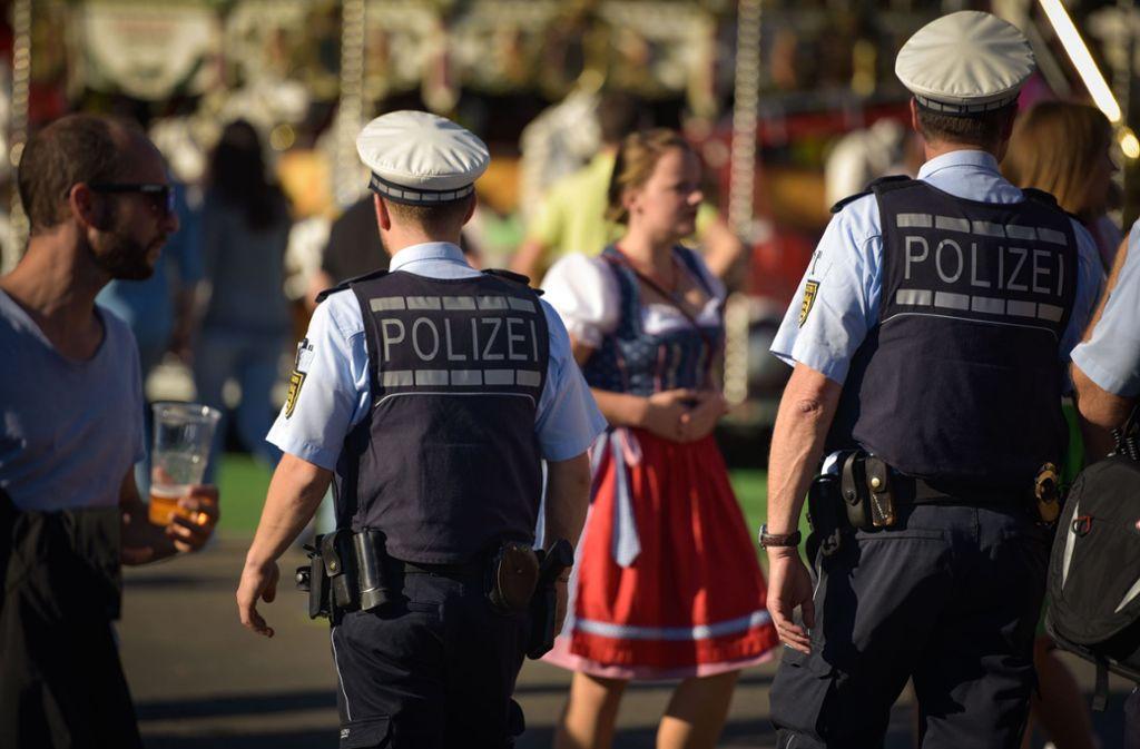 Die Polizei zeigte während des Volkfests Präsenz in Bad Cannstatt. Foto: Lichtgut/Max Kovalenko