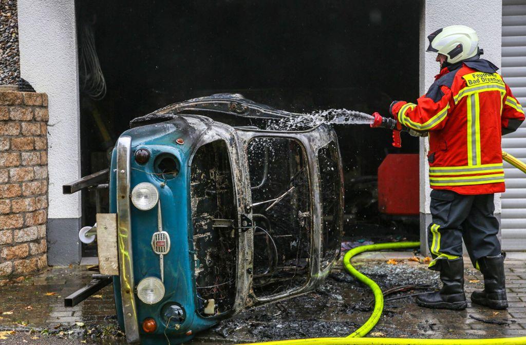 Der Besitzer wurde leicht verletzt, es entstand Schaden in Höhe von etwa 40.000 Euro. Foto: 7aktuell.de/Christina Zambito