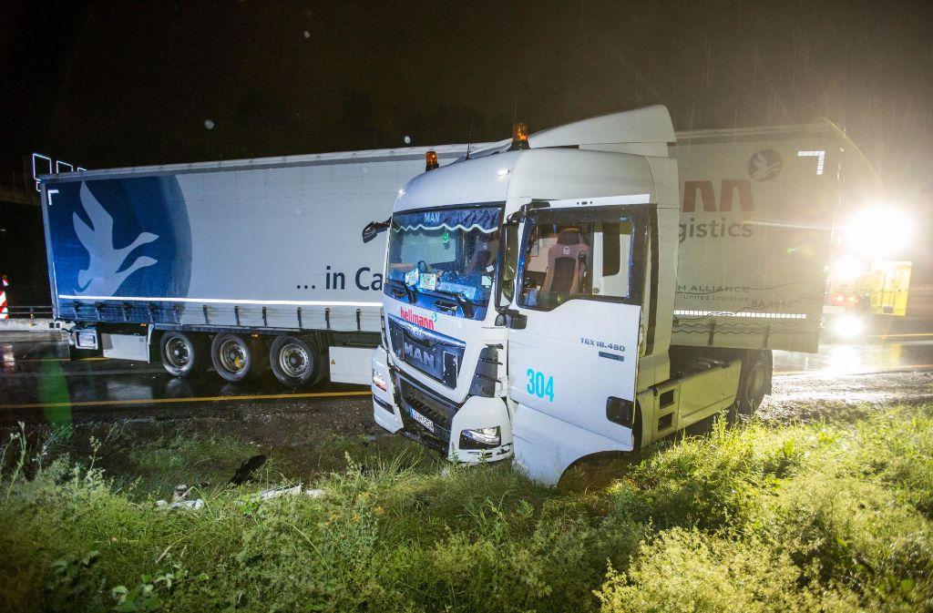Zu einem schweren Lkw-Unfall ist es in der Nacht zum Dienstag auf der A8 gekommen. Foto: 7aktuell.de/Simon Adomat