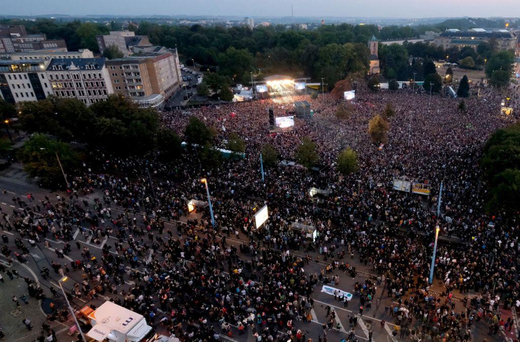 In Chemnitz haben Zehntausende das Konzert gegen Rassismus besucht. Foto: dpa