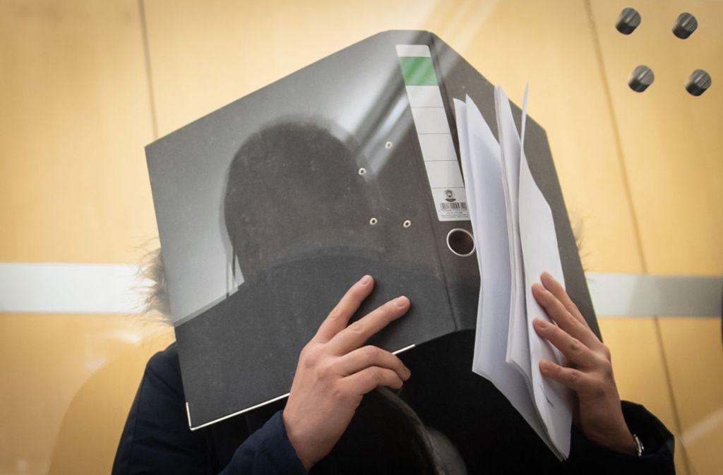 Seit Freitag berichtet Carla-Josephine S., was ihr als einst überzeugter Salafistin während fast fünf Jahren in Syrien widerfahren ist. Foto: dpa/Bernd Thissen