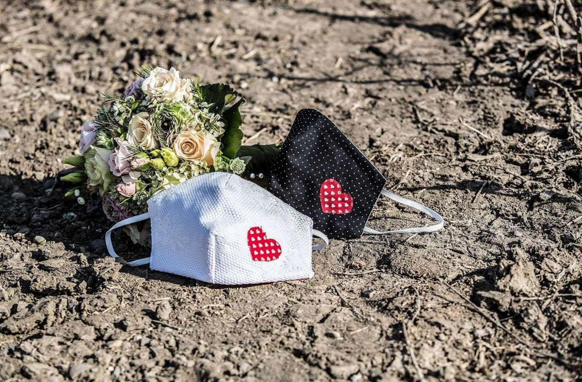 Heiraten trotz Pandemie? Das können sich viele Paare nicht vorstellen. (Symbolbild) Foto: imago images/Fotostand/Fotostand / Schmitt via www.imago-images.de