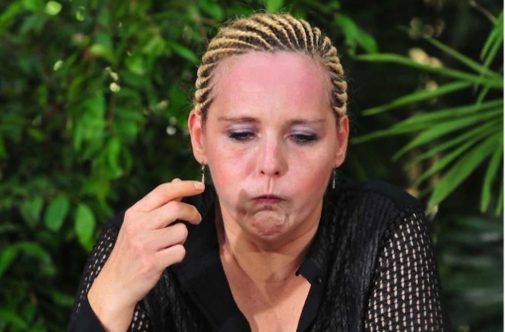 Helena Fürst kämpft beim Start des Dschungelcamps mit ihrem Menü: einem angebrüteten Entenei. Foto: RTL / Stefan Menne