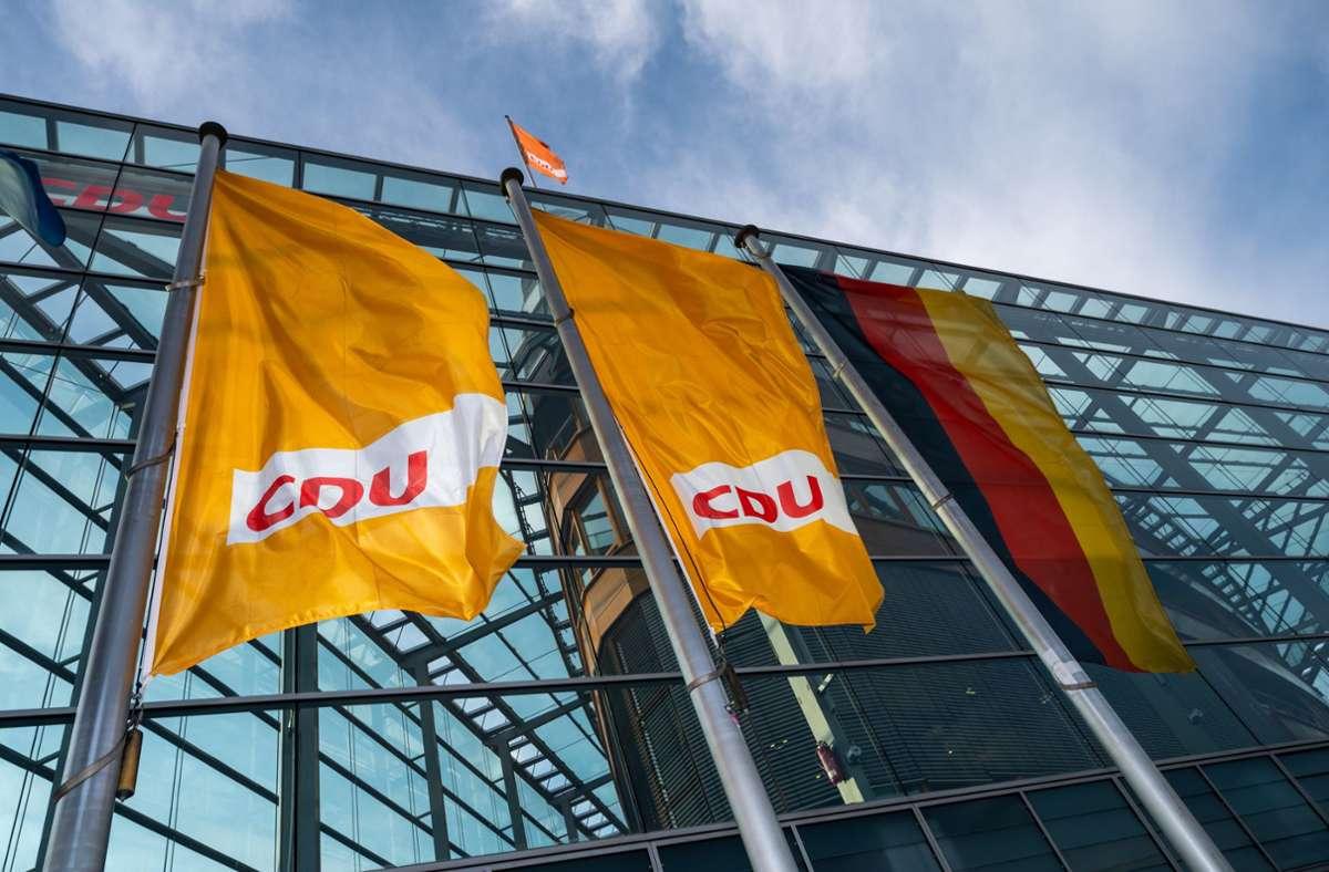 Die CDU-Vorsitzkandidaten haben sich auf einen Parteitag Mitte Januar geeinigt. Foto: dpa/Christophe Gateau