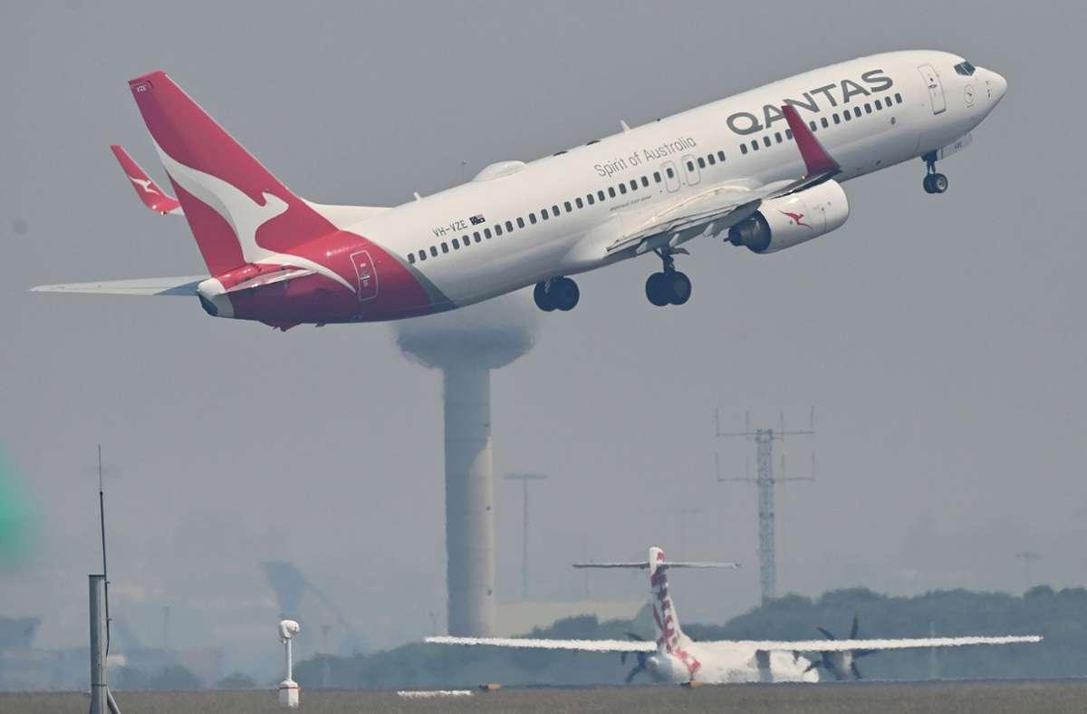 Qantas will eine Impfpflicht für Flugreisende einführen. Foto: AFP/PETER PARKS