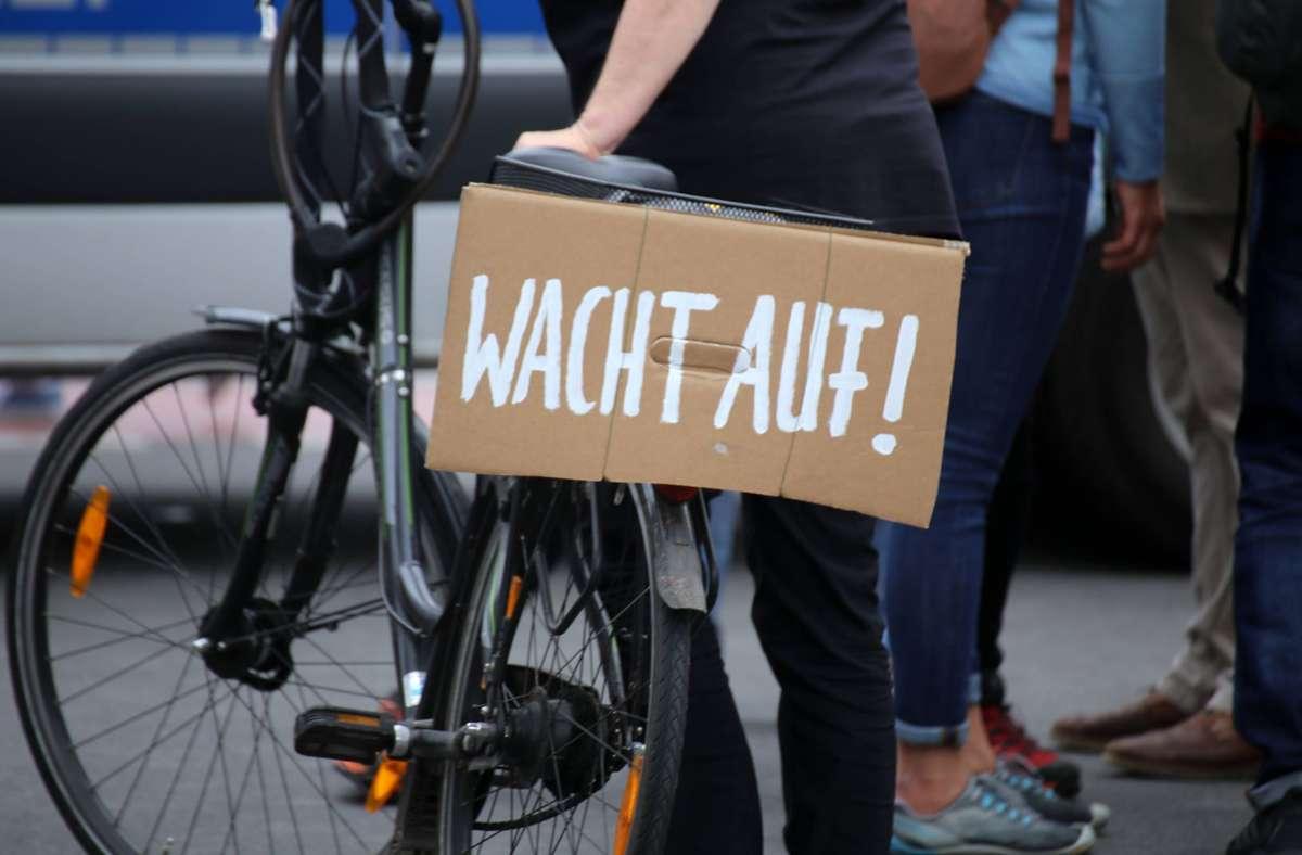 Am 1. August sind trotz Verboten von Demonstrationen einige Tausend Menschen durch die Hauptstadt gezogen. Foto: imago images/U. J. Alexander/ via www.imago-images.de