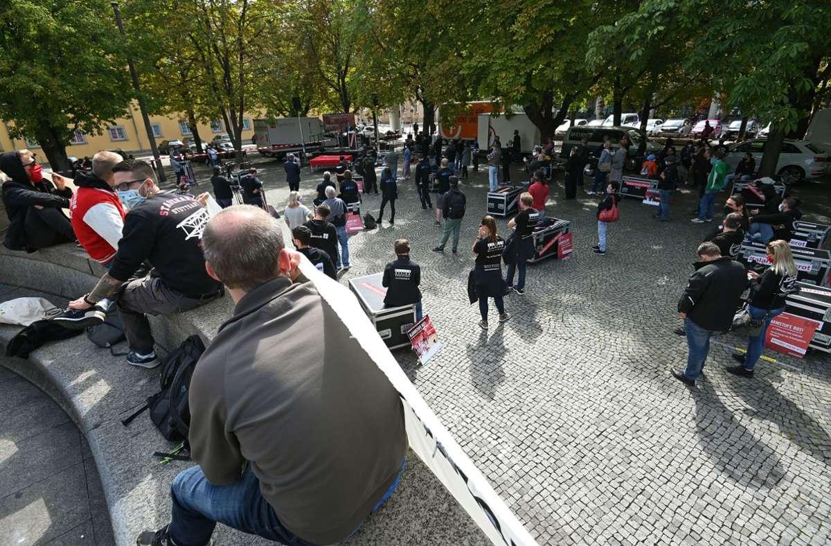 Die Veranstaltungsbranche leidet schwer unter der Corona-Krise. Hier zu sehen bei einer DEmo auf dem Kalrsplatz in Stuttgart. (Archivbild) Foto: Leif Piechowski/Leif Piechowski