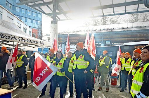 Tarifstreit:  Busse bleiben stehen