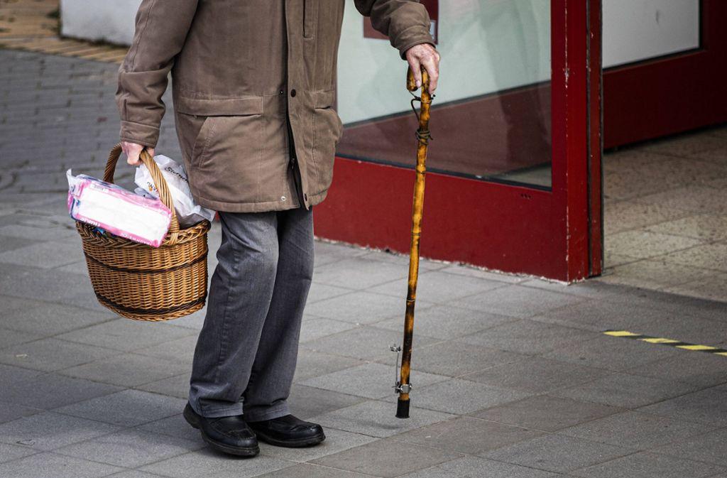 In Westdeutschland soll die Rente um 3,45 Prozent steigen (Symbolbild). Foto: imago images/photothek/Florian Gaertner/photothek.net via www.imago-images.de