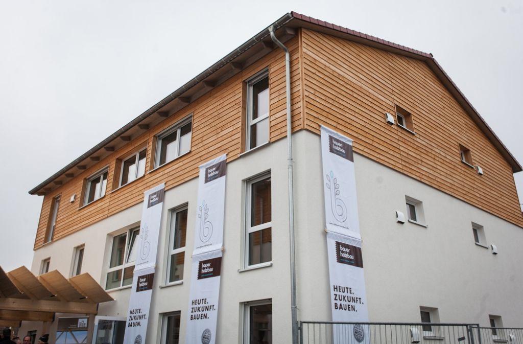 Blick auf eine durch Holzbauweise erstellte zukünftige Flüchtlingsunterkunft in Korntal-Münchingen (Baden-Württemberg). Foto: dpa