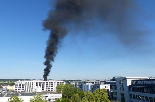Rauchsäule über Daimler-Neubau kilometerweit zu sehen