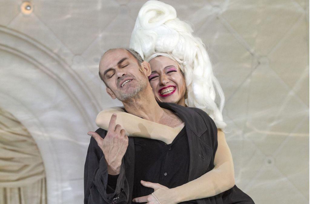 Bis die Perücke wackelt: Matthias Leja als Alceste und Therese Dörr als Célimène Foto: Baltzer