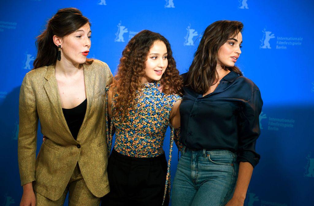 Drei Französinnen in  Berlin: Louise Chevillotte, Oulaya Amamra und Souheila Yacoub am Samstag beim Festival Foto: dpa/Gregor Fischer