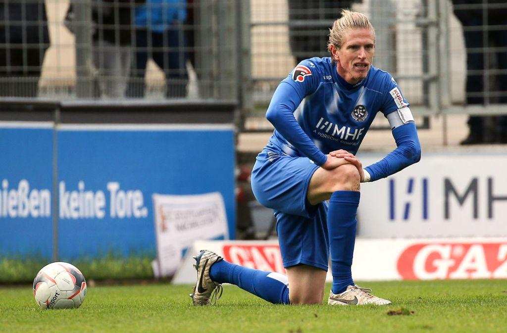 Kapitän Tobias Feisthammel und die Stuttgarter Kickers: Noch vier Spiele bis zur Winterpause. Foto: Baumann